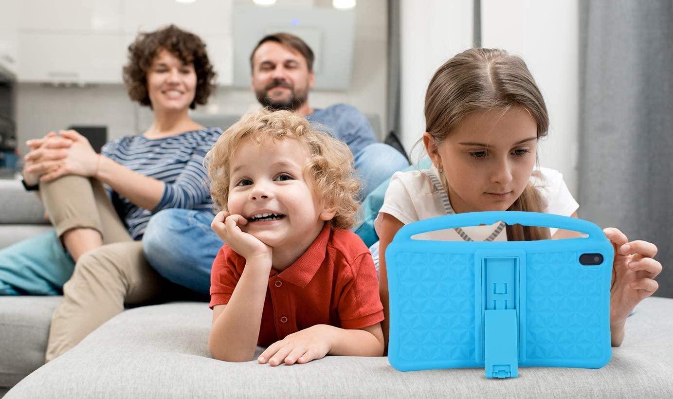 crianças com tablet